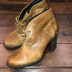 Women's size 10 Clark's heeled ankle boots